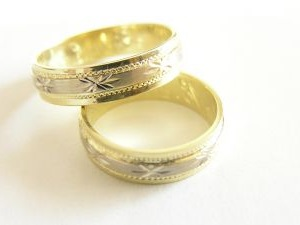 gold rings carved